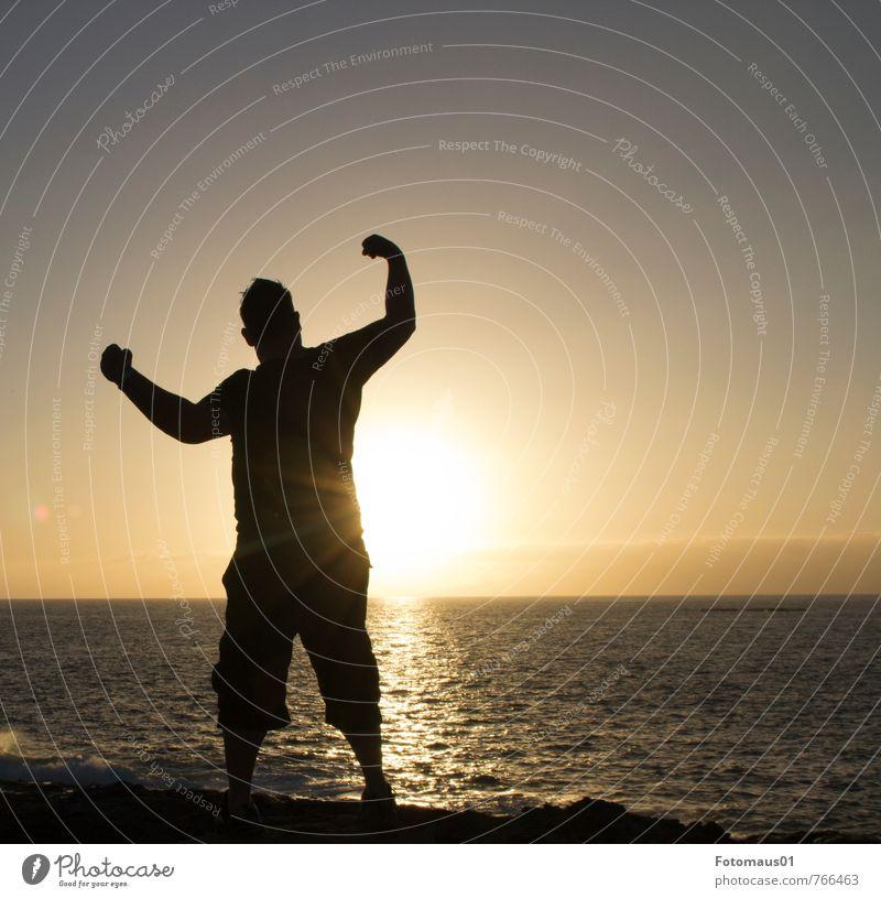 Silhouette I Mensch Ferien & Urlaub & Reisen Mann blau Wasser Sommer Sonne Meer schwarz Erwachsene Gefühle Sport Gesundheit Stimmung maskulin orange