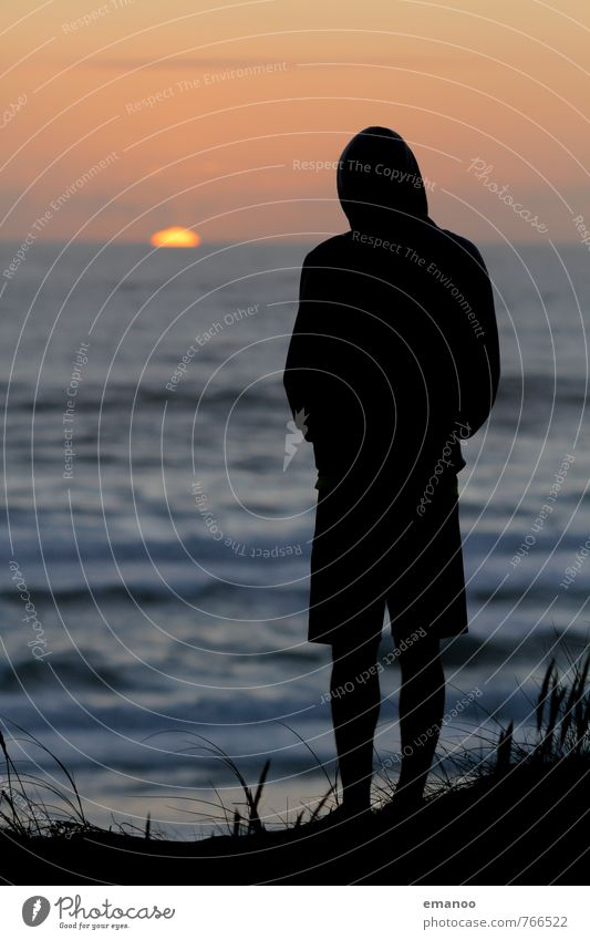 sunset addicted Mensch Ferien & Urlaub & Reisen Jugendliche Mann Wasser Sommer Meer Einsamkeit Erholung Landschaft Freude Strand Ferne Erwachsene Küste Stil