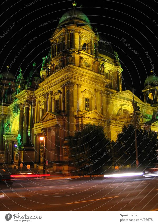 Berlin illuminiert Licht Gebäude Stadt nacht berliner dom citylights Straße