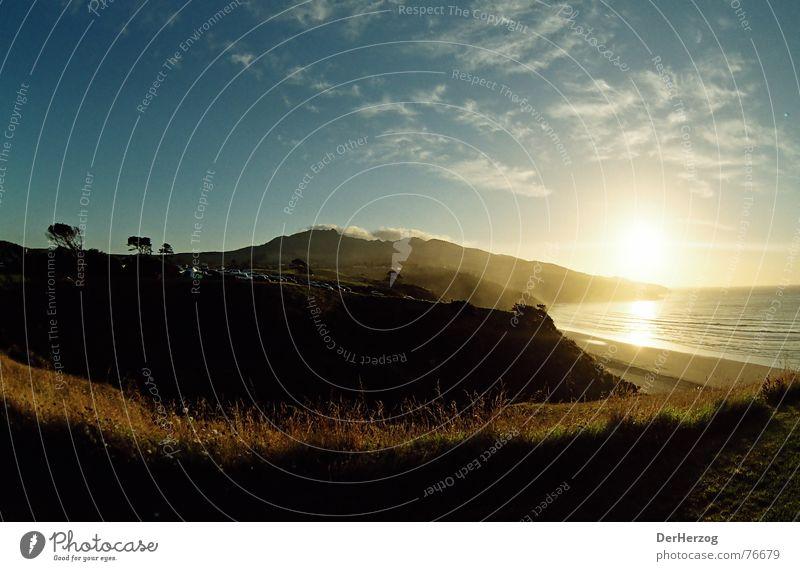 Heisser Abend Raglan Neuseeland Meer Wellen Wolken Fischauge Gras Abenddämmerung Brise Sonnenuntergang Sommer Bucht soundsplash Himmel Wainui Beach Indicators