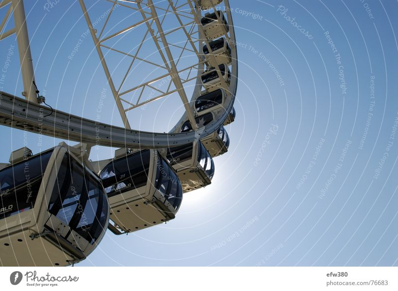 dem Himmel entgegen Dresden Riesenrad Sonne dresdner riese Blauer Himmel wiener platz dresdner hauptbahnhof