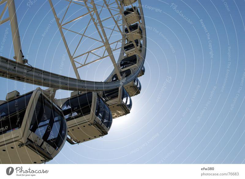 dem Himmel entgegen Sonne Dresden Blauer Himmel Riesenrad