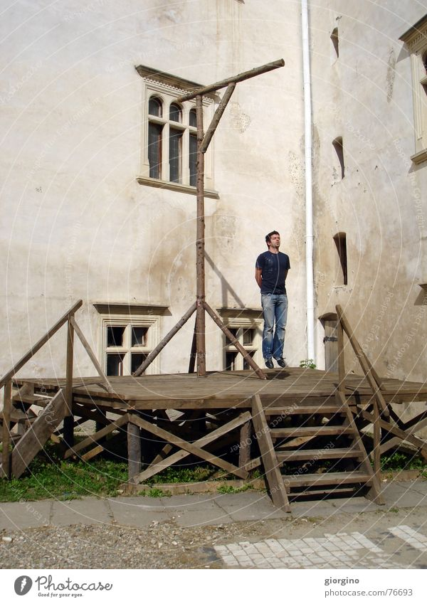 dead without rope Sibiu hunging gallows bird scaffold old fashion kill killing castle old castle romania