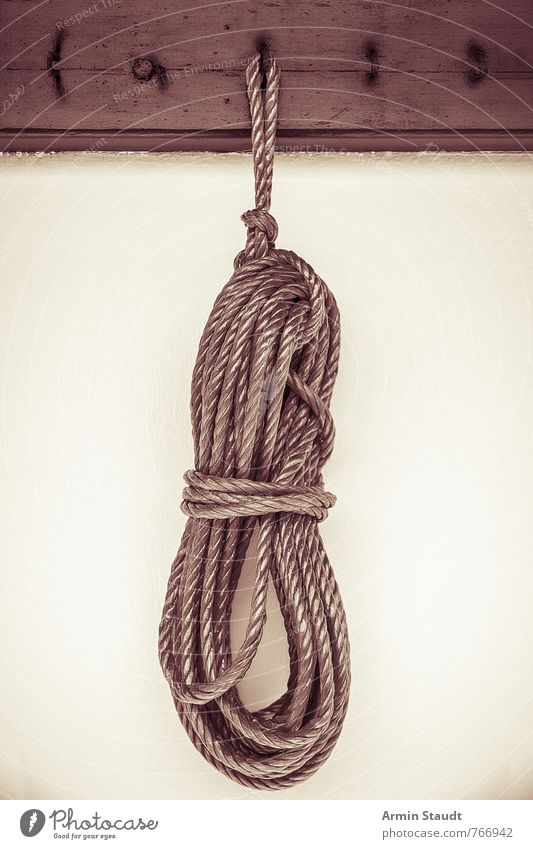 Ariadnes Werkzeug alt Wand Mauer trist authentisch Seil Schnur retro hängen altehrwürdig Knoten Haken Bündel hängend Schlaufe Sepia