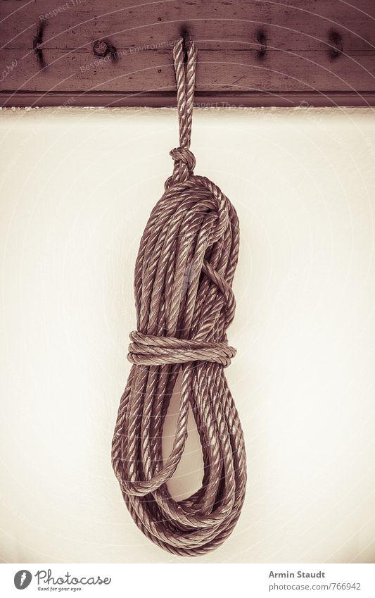 Ariadnes Werkzeug Mauer Wand Seil Kleiderhaken Haken Knoten Bündel hängend Schlaufe alt authentisch trist vintage altehrwürdig retro Farbfilter Sepia befestigen