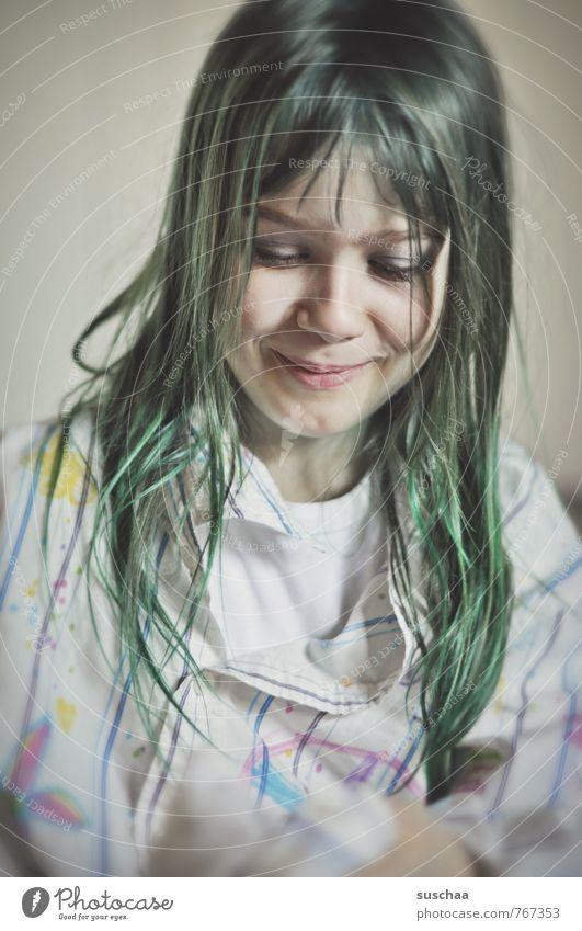 grün feminin Kind Mädchen Kindheit Körper Haut Kopf Haare & Frisuren Gesicht Auge Nase Mund Lippen 1 Mensch 8-13 Jahre langhaarig Fröhlichkeit selbstbewußt
