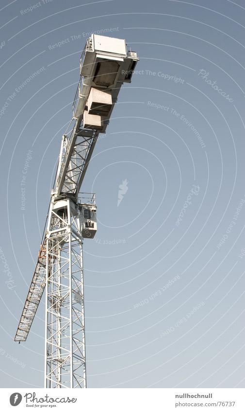 kran Kran Stahl Außenaufnahme Froschperspektive Himmel blau Schönes Wetter Industriefotografie Metall