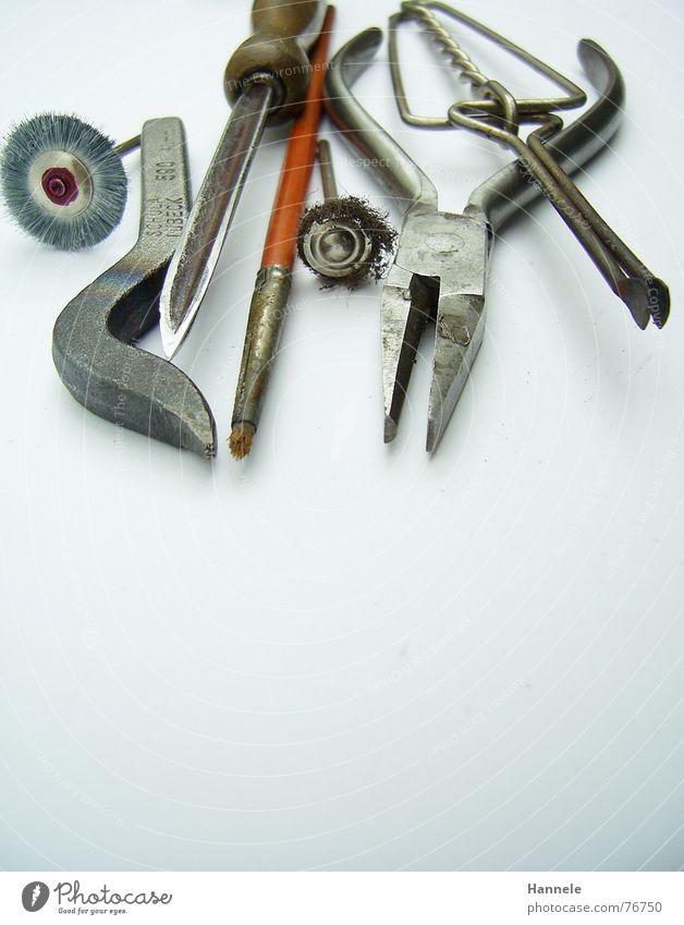 kleine helfer weiß Werkzeug Arbeit & Erwerbstätigkeit Metall gold silber Handwerk anstrengen Pinsel Werkstatt Stempel matt Zange raspeln Juwelier Schmiede