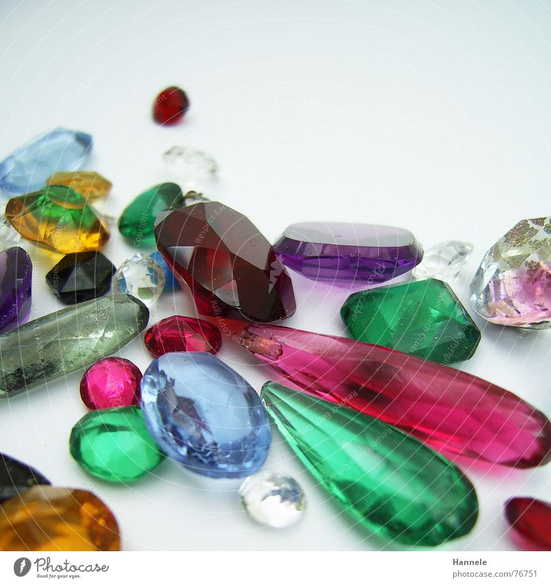 wertvoller kitsch Edelstein mehrfarbig Synthese rosa grün rot Kostbarkeit glänzend gelb Schliff Rubin Smaragd Granat teuer Schmuck Juwelier Stein blau Schmiede