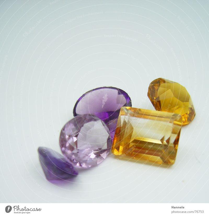 teurer kitsch in komplementär Edelstein mehrfarbig Synthese violett Kostbarkeit glänzend gelb Schliff Juwelier Mineralien Karat Stein blau teuer schmuck