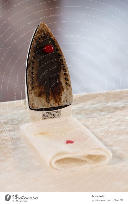gebügelt Frucht Ernährung Häusliches Leben Wohnung Haus Küche Bad Bügeleisen Metall Kunststoff Gefühle Stimmung Opferbereitschaft Traurigkeit Sorge Trauer Tod