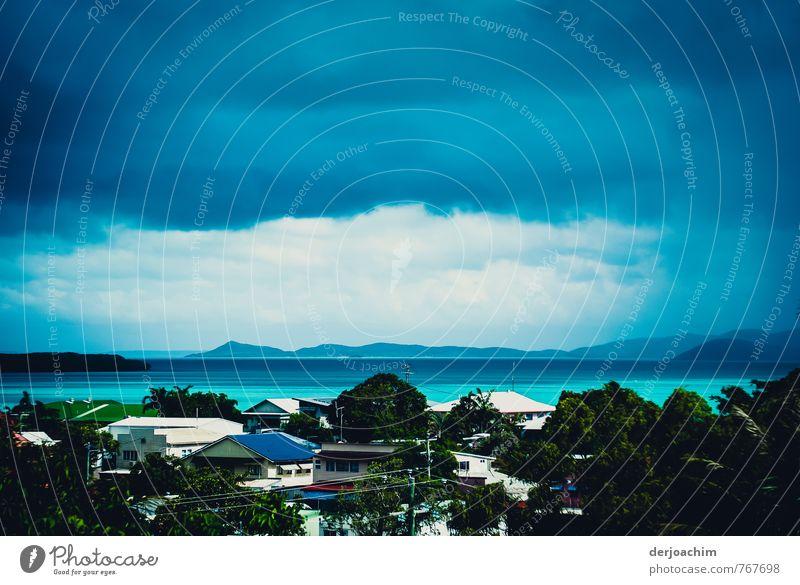 Zyklon naht blau grün Sommer Wasser weiß Meer schwarz Umwelt Angst Insel Klima beobachten bedrohlich gruselig Theaterschauspiel Schlucht