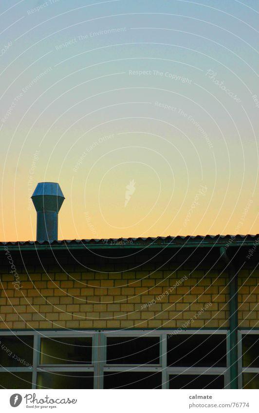 - fassadenspiel - Himmel Glas Schönes Wetter Industriefotografie Momentaufnahme Rahmen Farbenspiel Blech Dachrinne Fensterfront