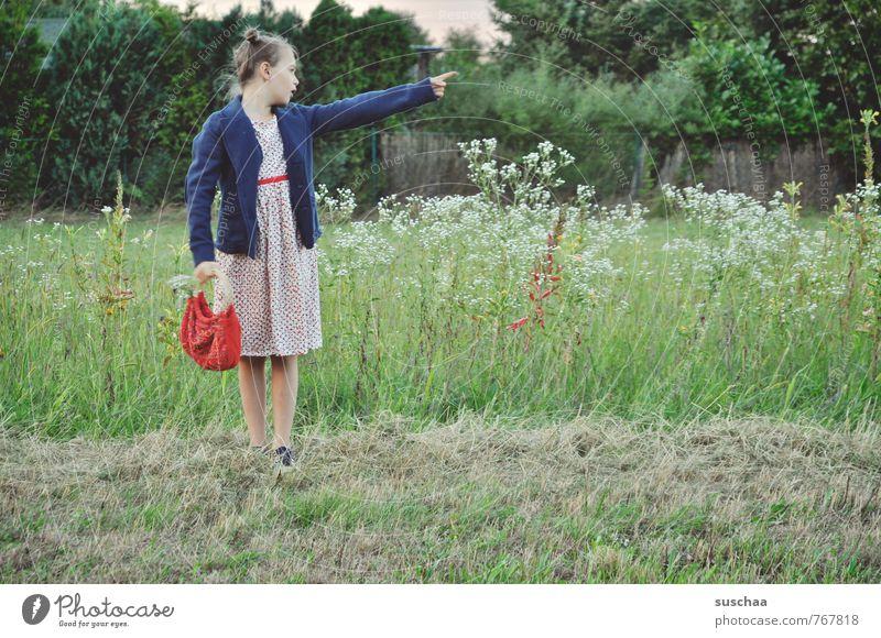 .. und da feminin Kind Mädchen Kindheit Haare & Frisuren 8-13 Jahre Umwelt Natur Sommer Wiese Kleid Jacke Tasche stehen frech frei natürlich retro wild Idylle