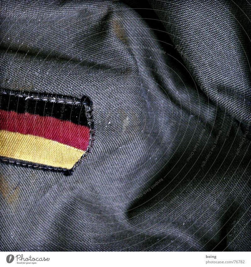 Waffen faszinieren mich grün Erde Deutschland Fahne Frieden Deutsche Flagge Warnhinweis kämpfen Soldat Etikett Tarnung Kampfsport friedlich Bundeswehr Wolf