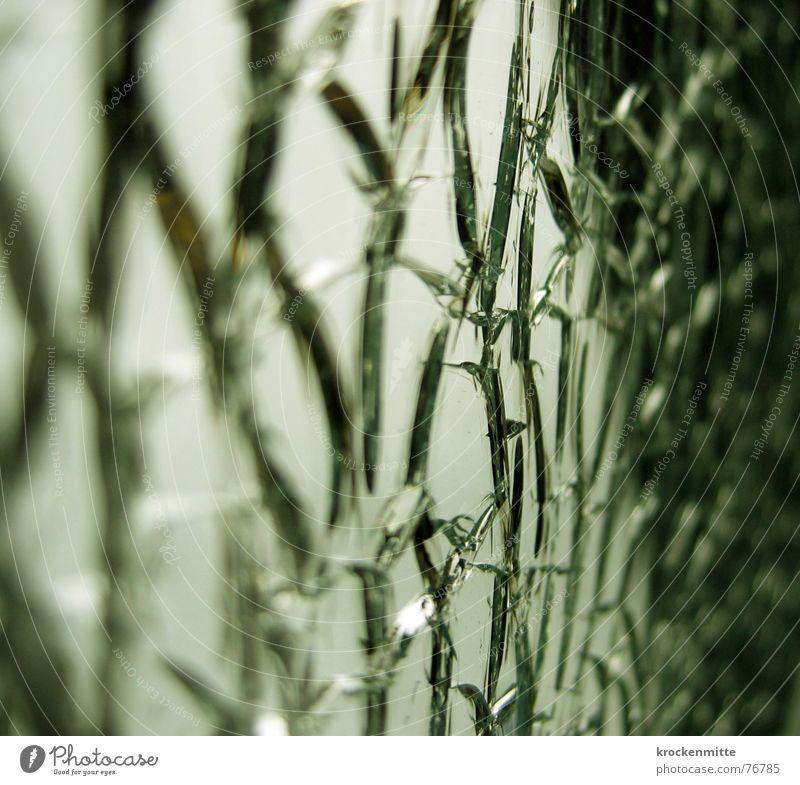 glücksäste Scherbe Splitter zerstören brechen Oberfläche Vandalismus Desaster Glas Riss Teilung Glück