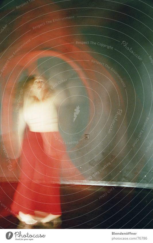 Traum und Wirklichkeit Mensch rot Bewegung träumen Tanzen Drehung