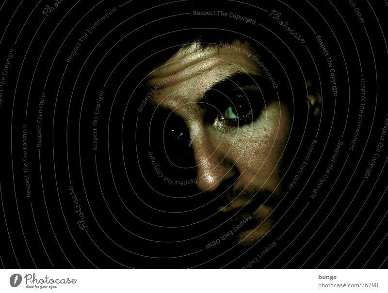 Für Allzweckjack Selbstportrait Porträt Bart dunkel Nacht Monster gruselig erschrecken Ekel Alptraum Stirn Wut Trauer Denken Angst Panik gefährlich Mann