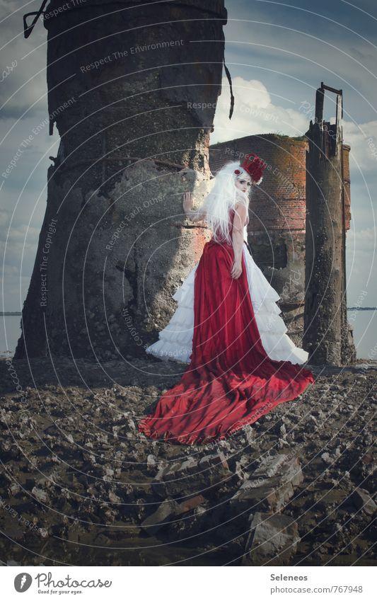 Piratenbraut Mensch Frau Himmel Natur Meer Wolken Umwelt Erwachsene feminin Küste Bekleidung Hafen Schifffahrt Karneval Nordsee Rock