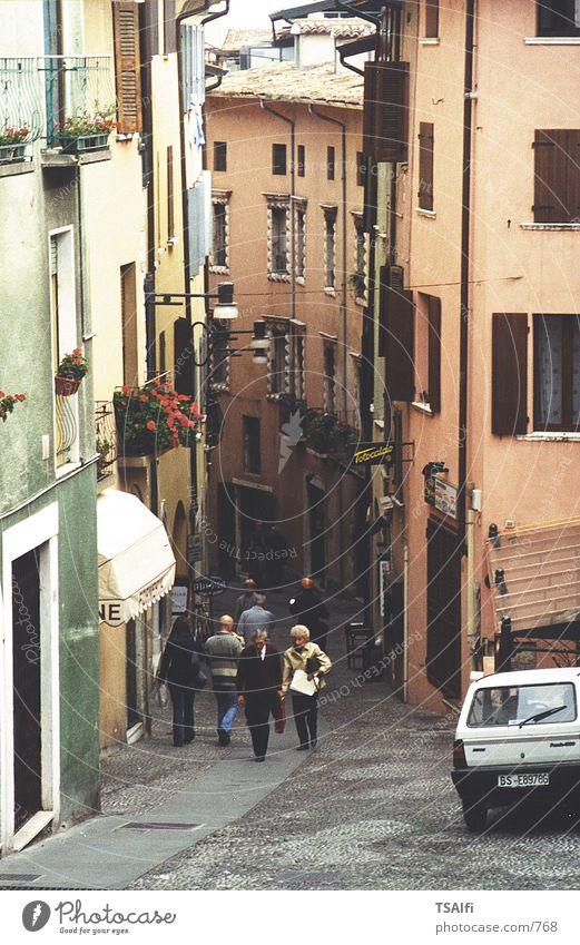 Eine schmale Gasse in Italien!