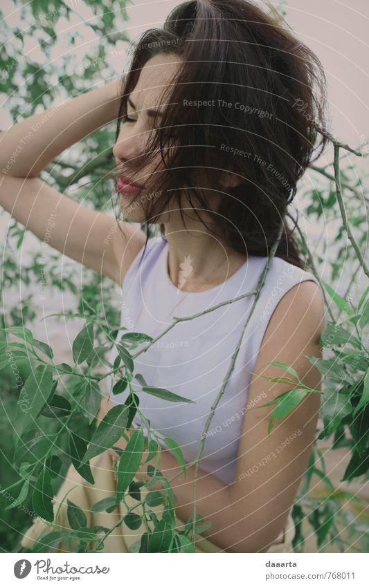 Muse Lifestyle elegant Stil Design Freude schön Haare & Frisuren Wellness Leben harmonisch feminin Junge Frau Jugendliche 18-30 Jahre Erwachsene Lächeln träumen