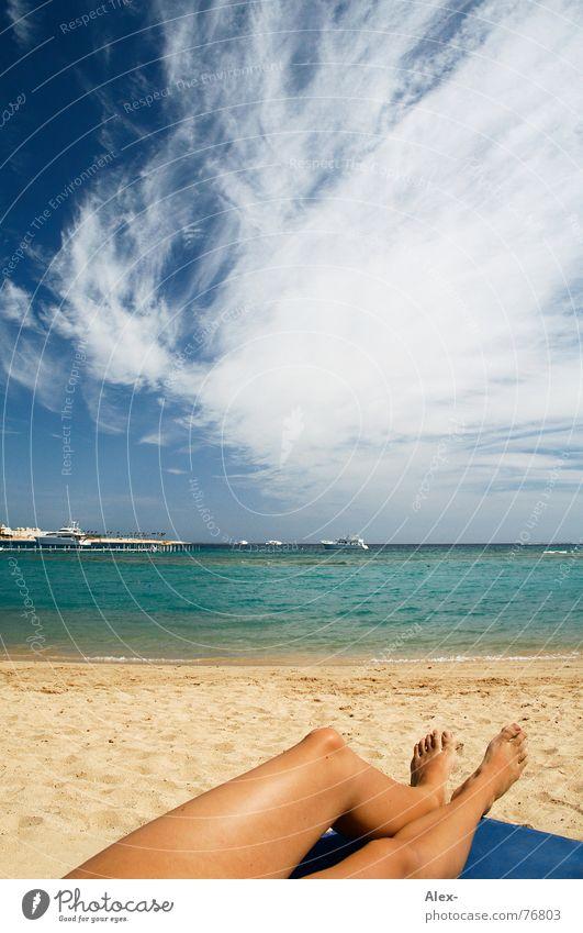 was will man Meer Frau Wasser Himmel Sonne blau Sommer Strand Ferien & Urlaub & Reisen Wolken Erholung See Wärme Sand Beine Wasserfahrzeug