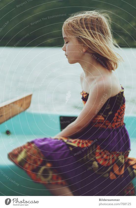 Seewind Mensch Kind Ferien & Urlaub & Reisen grün Sommer Meer Erholung ruhig Mädchen Gefühle feminin Wasserfahrzeug träumen Zufriedenheit Kindheit blond