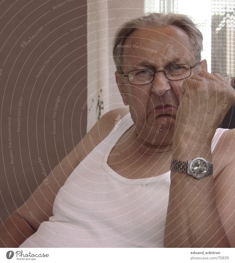 Wut tut gut Mensch weiß Senior Uhr Kraft maskulin Brille bedrohlich Stoff Hemd Ruhestand Großvater böse Ärger Hass