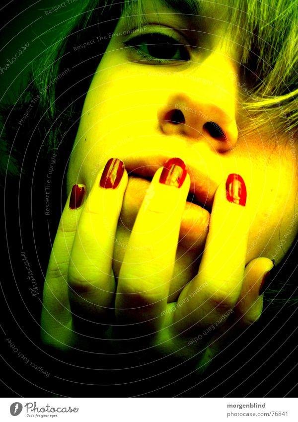 little vamp <3 grün rot gelb Frau Gefühle Fingernagel Stimmung Licht & Schatten woman Blut Gesicht Auge Momentaufnahme