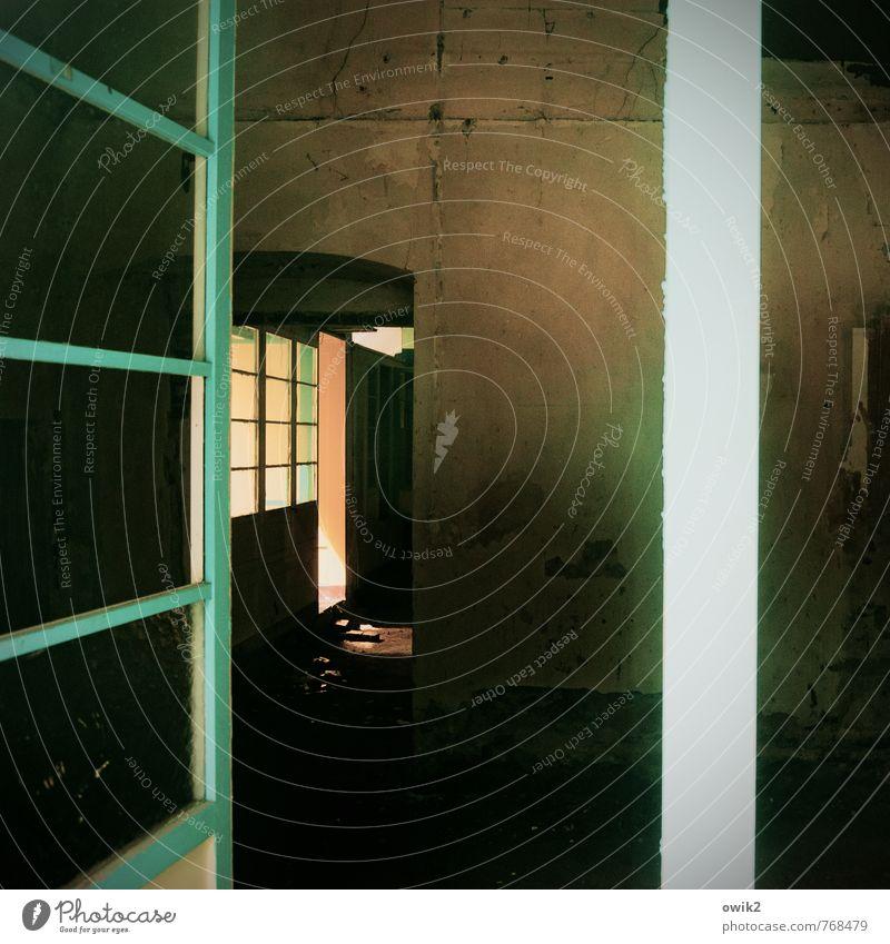 Zu vermieten ruhig dunkel Fenster Wand Mauer Raum Tür offen leer einfach eckig stagnierend Leerstand Fensterrahmen
