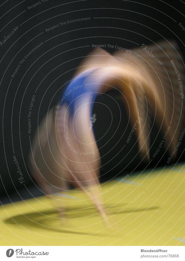 Flick Flack Turnen rund Leichtigkeit Unschärfe Bewegung Sport Mensch Bogen