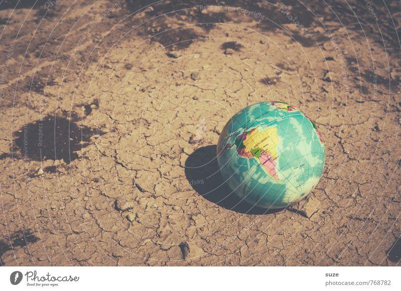Tausche Erde gegen Panini-Sticker Wirtschaft Handel Business Umwelt Klima Dürre Wüste Globus bedrohlich dreckig klein rund trist trocken braun Macht Hoffnung