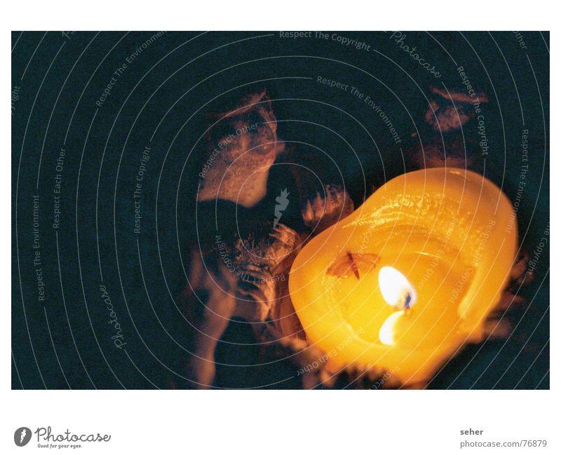 Öhmmmmm Öhmmmmm mystisch Séance Zauberei u. Magie geheimnisvoll gruselig dunkel Skulptur Kerze Kerzenschein Stechmücke Steinfigur Wachs