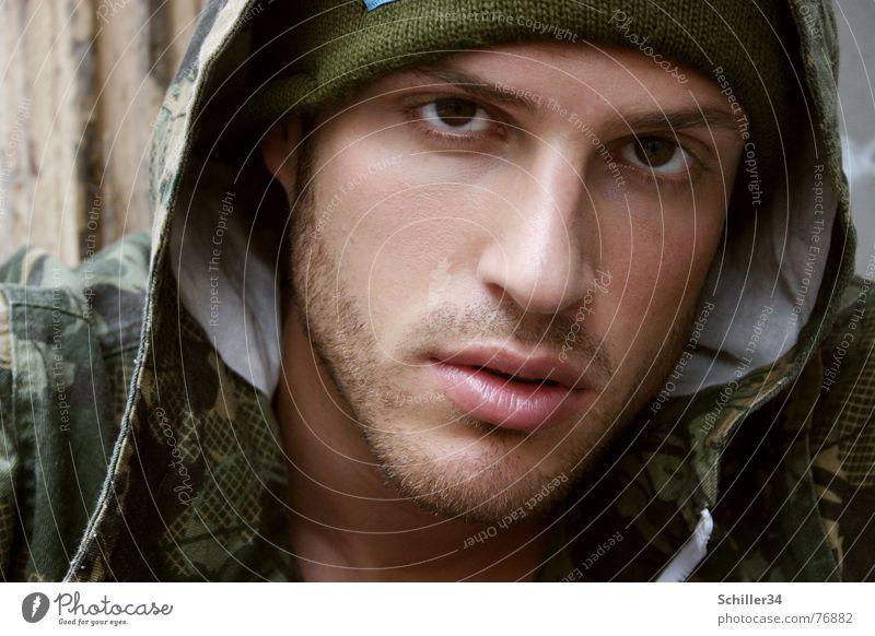 tawan II Mann Model Perserkatze Lippen Augenbraue Mütze Jacke grün dunkel Tarnung Bart 3 Tag Erholung Hiphop Stil Wand Mauer schön Porträt Außenaufnahme man Typ