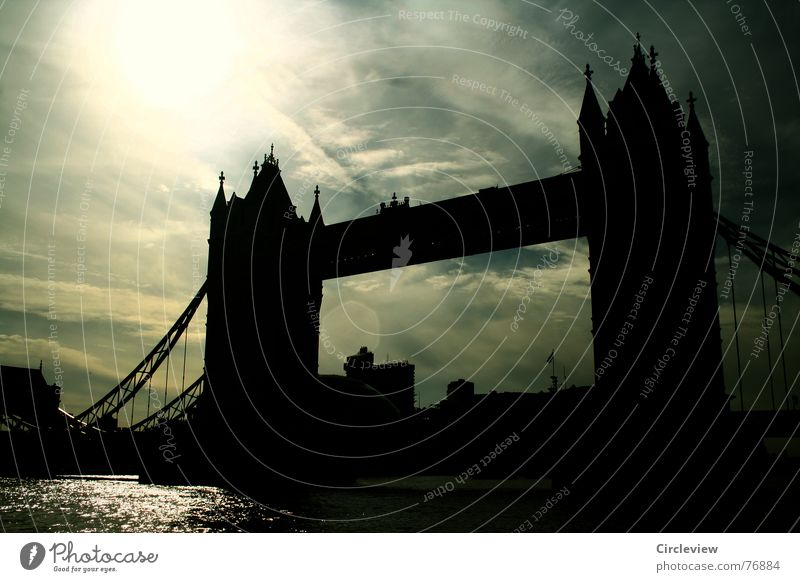 Das Licht war heller als der Tag Wasser Himmel Sonne schwarz Wolken dunkel Stimmung Brücke Tourismus Turm Denkmal London Wahrzeichen England