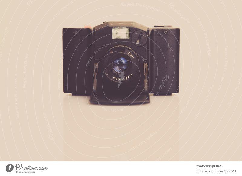 analog kompaktkamera alt Freude schwarz Stil Lifestyle elegant Design Technik & Technologie Vergänglichkeit retro historisch Beruf Fotokamera Vertrauen