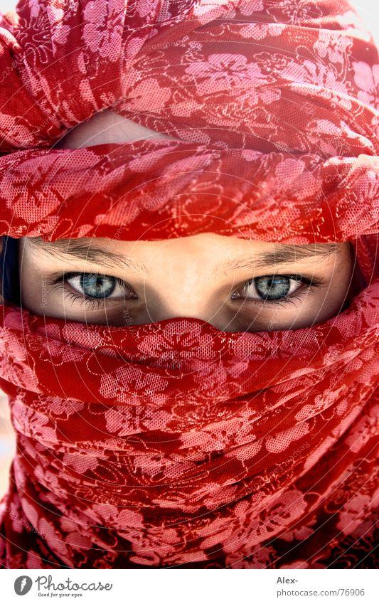 Ich war blauäugig als ich heiratete Kind Mädchen schön Blume rot Auge Wärme Arme Wüste Afrika Physik heiß tief Asiate Tuch