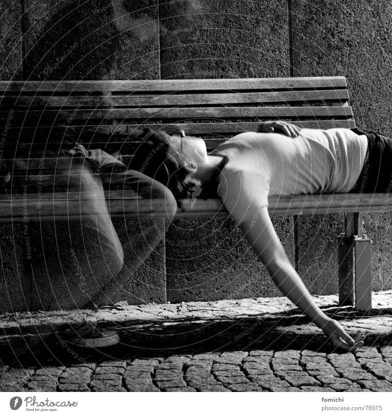 ich wünschte du wärst hier. Frau Mann Einsamkeit schwarz Ferne Liebe dunkel Wärme Wege & Pfade Glück Traurigkeit Denken Paar träumen Freundschaft Zusammensein
