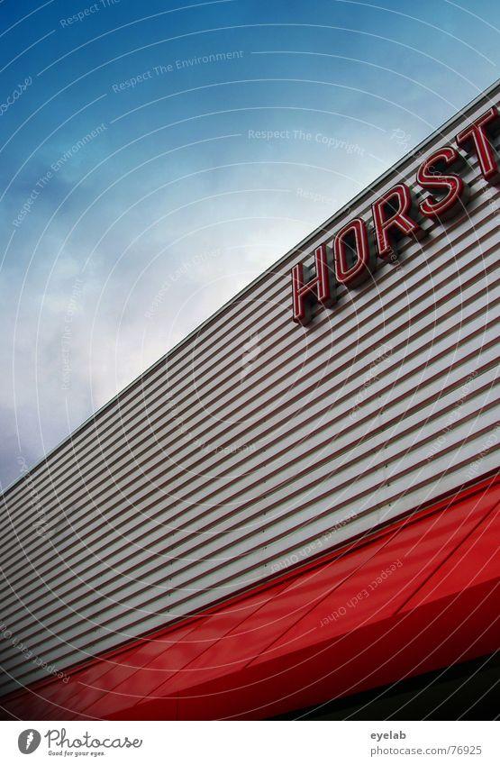 Horst ! Himmel blau rot Wolken Haus grau Regen Gebäude Metall Buchstaben Werbung silber Typographie Lagerhalle