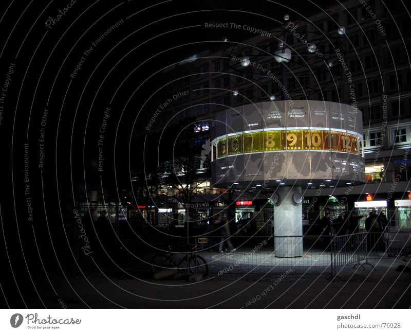 Weltuhr bei Nacht Alexanderplatz Ziffern & Zahlen alex weltuhr weltzeit Lampe Berlin hauptsadt