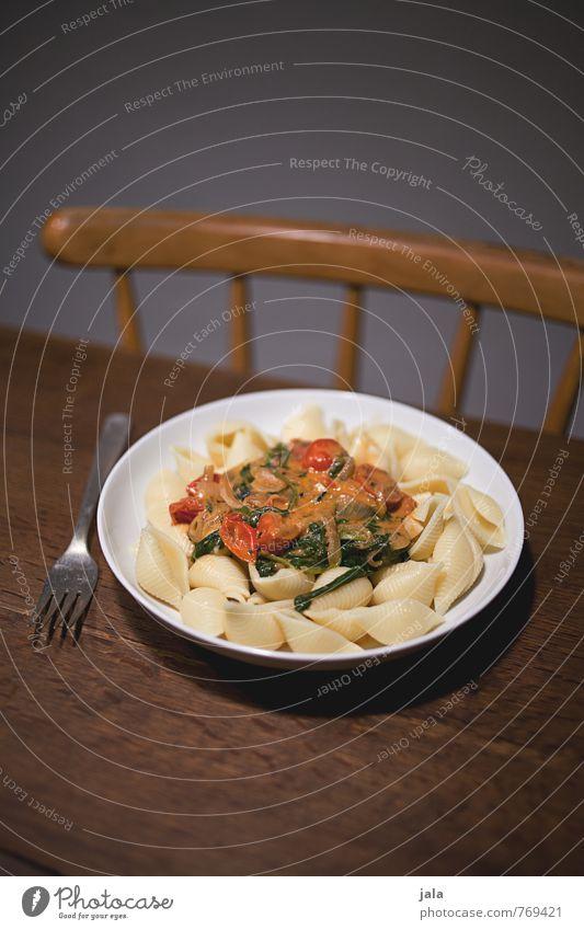nachtessen Lebensmittel Gemüse Teigwaren Backwaren Nudeln Tomatensauce Spinat Ernährung Mittagessen Abendessen Bioprodukte Vegetarische Ernährung Geschirr