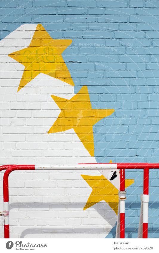 HH | vom anderen stern. Stadt Haus Industrieanlage Fabrik Mauer Wand Fassade Verkehrswege Personenverkehr Absperrgitter Barriere Stein Metall Zeichen