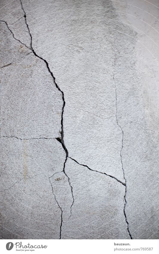 HH-Peute   rissbildung. Häusliches Leben Haus Handwerk Baustelle Industrieanlage Fabrik Mauer Wand Fassade Stein Beton Linie kaputt grau Traurigkeit