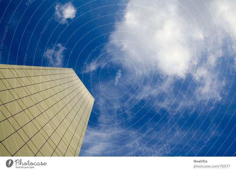 Up, Up and Away Himmel blau Stadt Wolken Haus Business Linie Arbeit & Erwerbstätigkeit hoch Hochhaus Dach Niveau Maske Etage Konstruktion