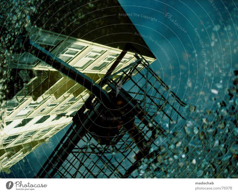 YOUR PHANTASY Pfütze wirklich Nebel nass Haus Hochhaus Gebäude Material Fenster live Block Beton Etage trist dunkel Leidenschaft Spiegel Vermieter Mieter Ghetto