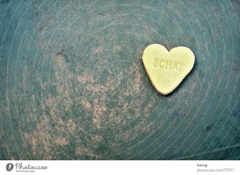 Isn't it Lovely, a Herzfehler Einsamkeit Liebe gelb Herbst Afrika Kontakt Schmerz Partner Lust Liebeskummer Zucker Bär Single Zuneigung Nervenkitzel