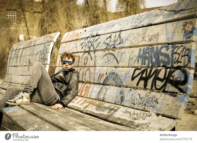 Berlin Style 1 Lifestyle Club Disco Student Junger Mann Jugendliche Kunst Kunstwerk Schauspieler Musiker Stadt Mode Sonnenbrille Graffiti Coolness trendy