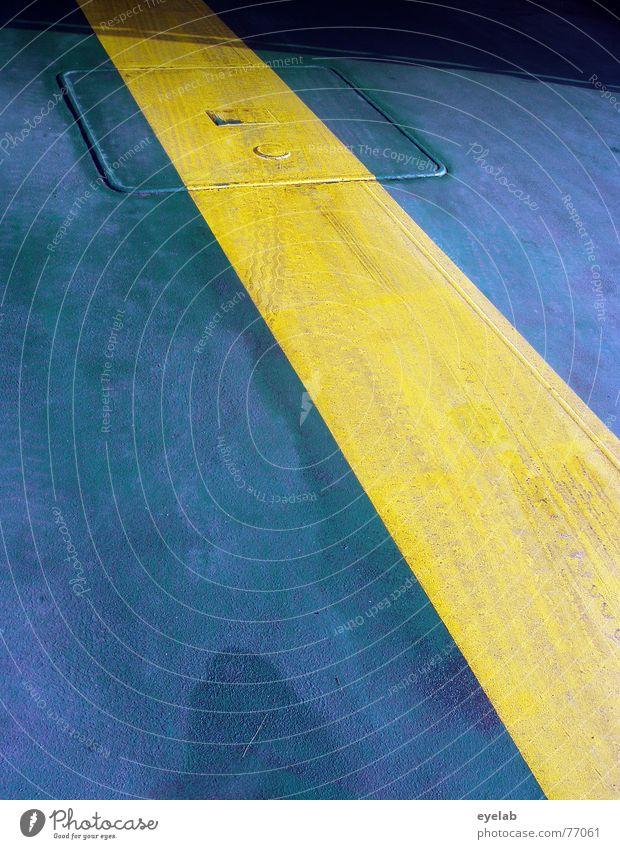 Richtung Schweden blau Sommer gelb Farbe Regen Wasserfahrzeug Metall dreckig nass Bodenbelag Stahl feucht parken trocknen Fähre