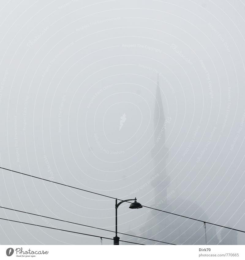 geheimnisvoll | Schemen im Nebel alt schwarz dunkel kalt Frühling Architektur grau Religion & Glaube träumen Spitze fantastisch Turm Hoffnung Suche