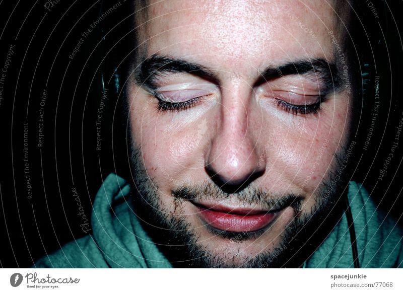 Listen to music Mensch Mann Gesicht schwarz Auge geschlossen hören Bart Kopfhörer Klang